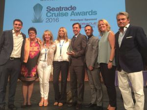 Team Intercruises on stage with the Innovative Shorex Award